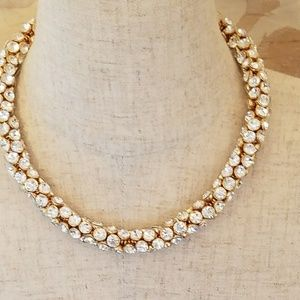 BCBG MAXAZRIA CRYSTAL CLUSTER NECKLACE